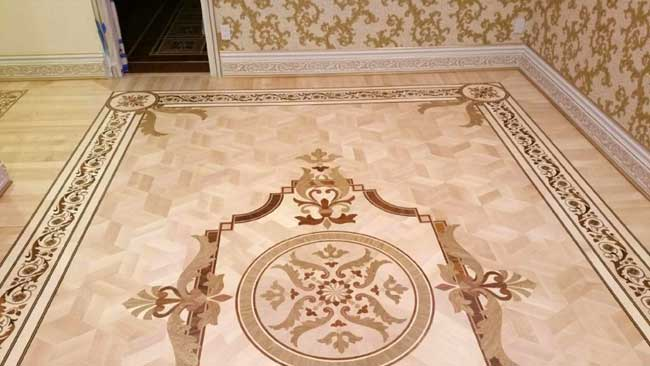 495: Custom room with pre-cut medallion and border corners in Maple parquet