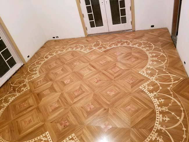 546: White Oak Parquet with inlay ornament in maple