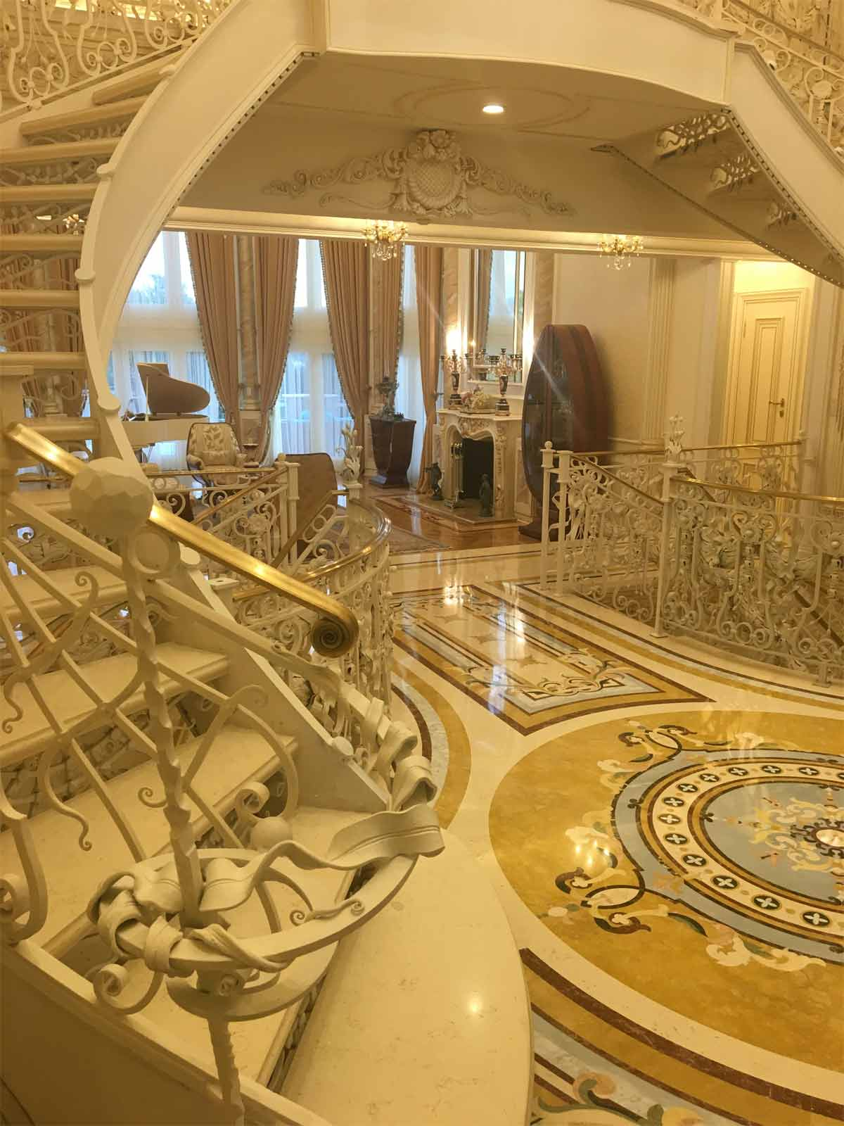 571: Marble Entrance with dramatic stairs with custom marble threads.
