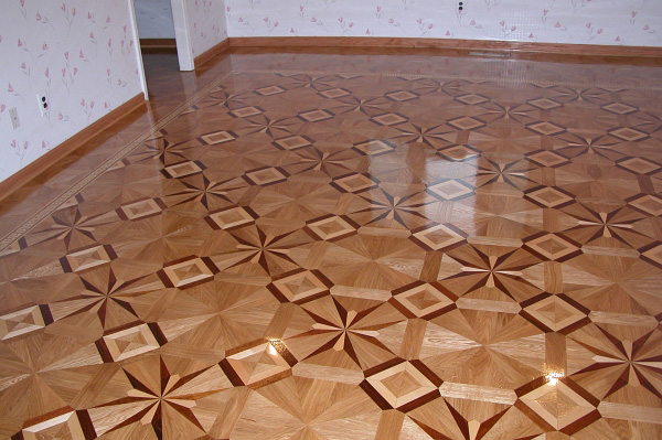 57: Gorgeous combination of artistic MX10 parquet surrounded by B6 border and M2 parquet
